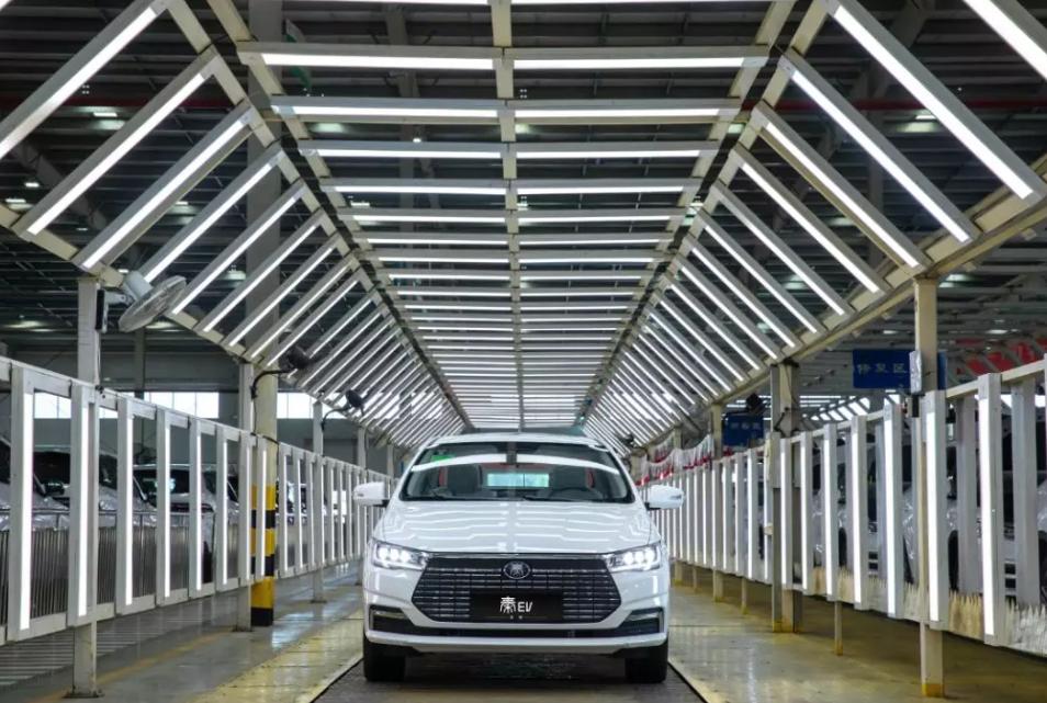全新比亚迪秦EV下线 将于第三季度上市