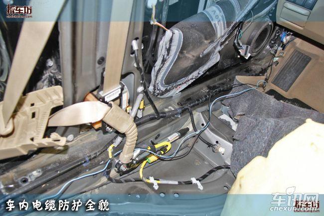 雅阁原车主的防盗意识确实很强,在购车后自行加装第三方产品防盗器