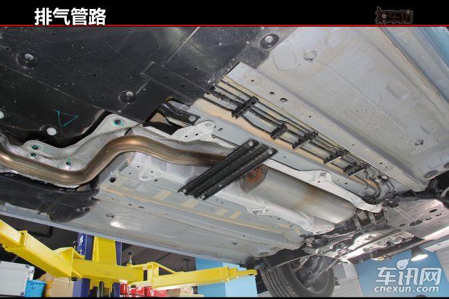 东风标致308s排气管路和车身几乎全部用金属隔热板隔开,汽油箱区