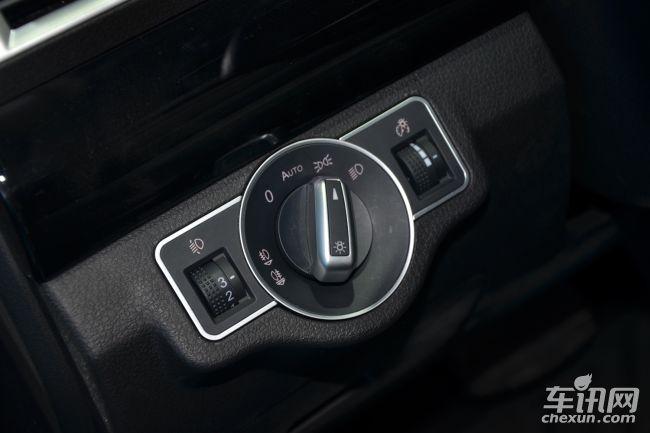 定速巡航系统,自动感应雨刮,自动大灯,带转向灯电动折叠后视镜,自动驻