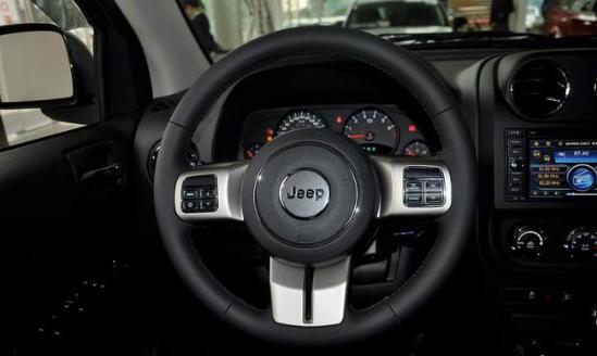 粉尘吉普指南者优惠报价jeep自由光配置