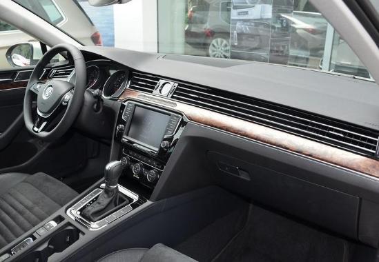 2017款一汽大众迈腾报价1.8T豪华版入手价