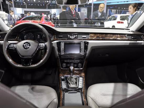 2017款全新帕萨特也同样延续了老款车型的设计理念,整体看来都是高清图片