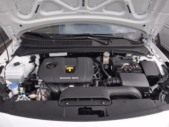 动力方面:名图搭载现代Nu系列1.8L和1.6T发动机,其中1.8L发动机最大功率143马力,与发动机匹配的是6挡手动和6挡手自一体变速箱。1.6T发动机最大功率为175马力,与发动机匹配的是7挡双离合变速箱