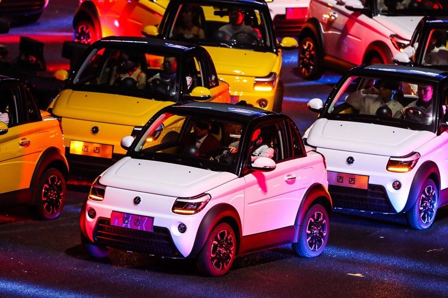 赛麟品牌之夜 携超跑/首款SUV/电动车亮相
