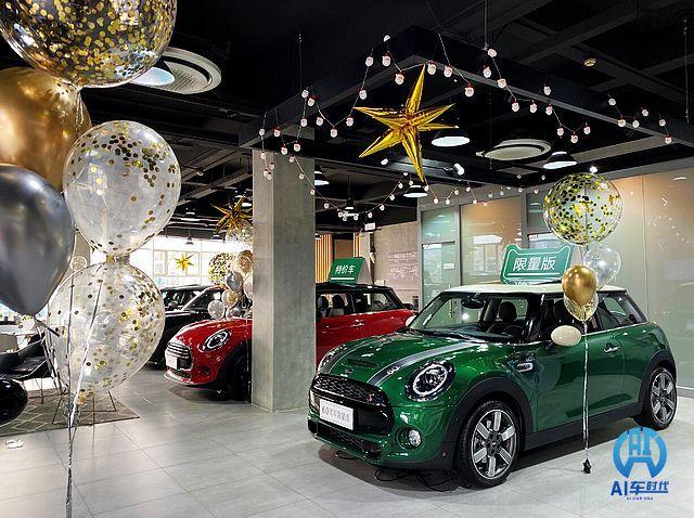 天津天宝MINI展厅布置圣诞氛围浓郁