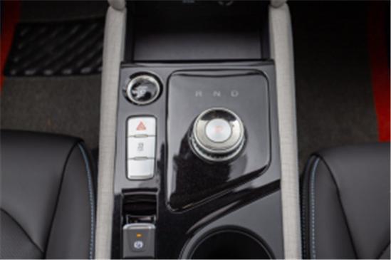 百公里加速7.6秒,高颜值纯电轿跑,试驾江淮iC5