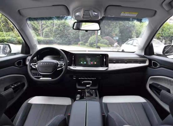 新宝骏RM-5最美跨界MPV,展示了什么是智能驾控