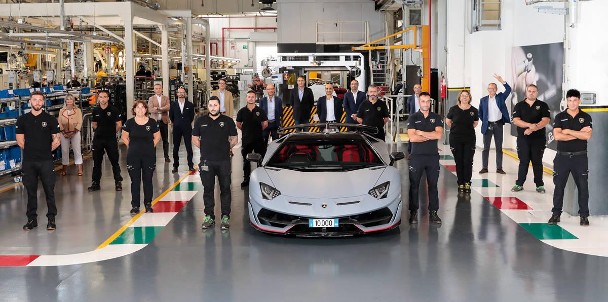 全新生产纪录:兰博基尼汽车公司第10,000台Aventador下线