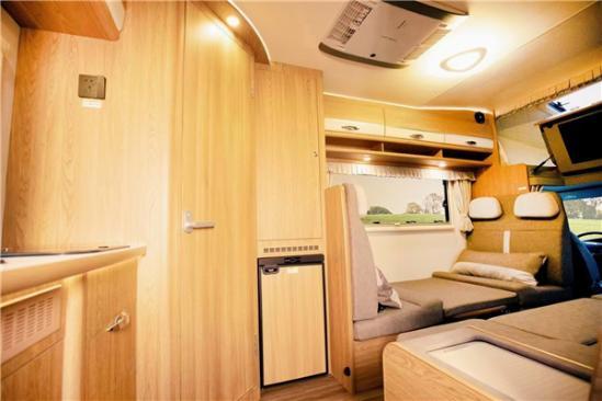新款金冠賓歌CD500H依維柯房車,后上門商務布局空間寬敞